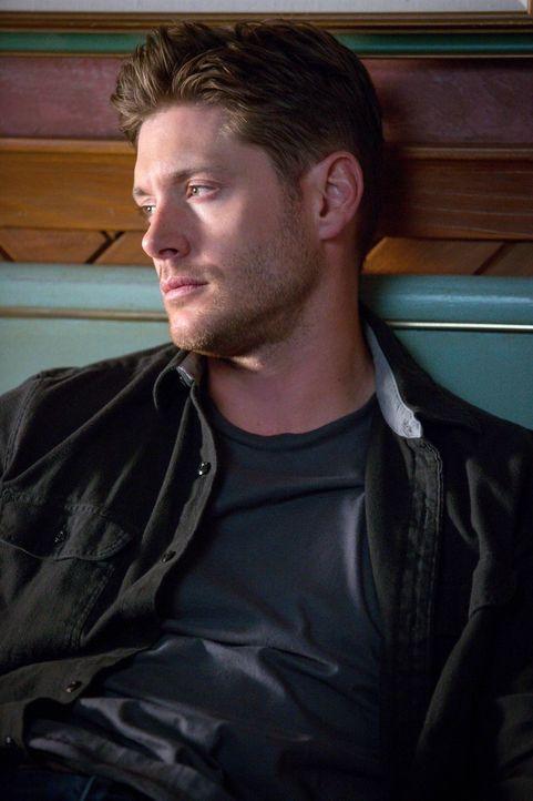 Während Dean (Jensen Ackles) mit Crowley zusammenarbeitet, wird Castiel von den anderen Engeln um Hilfe gebeten - obwohl Castiel noch mit ganz ander... - Bildquelle: 2016 Warner Brothers