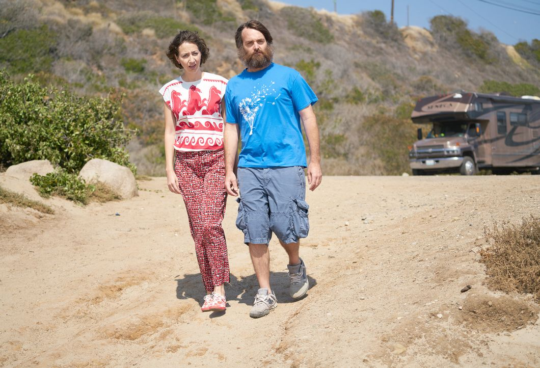 Nachdem sich Carol (Kristen Schaal, l.) und Phil (Will Forte, r.) wiedergefunden haben, muss er ihr mitteilen, dass die andern Tucson verlassen habe... - Bildquelle: 2015-2016 Fox and its related entities.  All rights reserved.