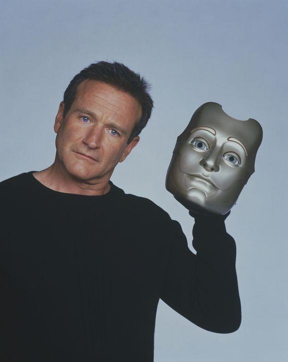 Im Laufe der vielen Jahre lernt der Roboter Andrew Martin (Robin Williams) allmählich die bedeutsamen Feinheiten des menschlichen Daseins kennen ... - Bildquelle: Columbia TriStar Film GmbH