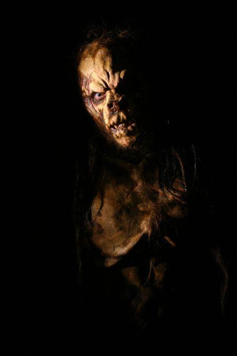 Dumm gelaufen: Eine Rasse uralter Kreaturen, die auch vor Kannibalismus nicht zurückschrecken, lebt in den Höhlen der Insel, auf der Liz und ihre Fr... - Bildquelle: Voltage Pictures
