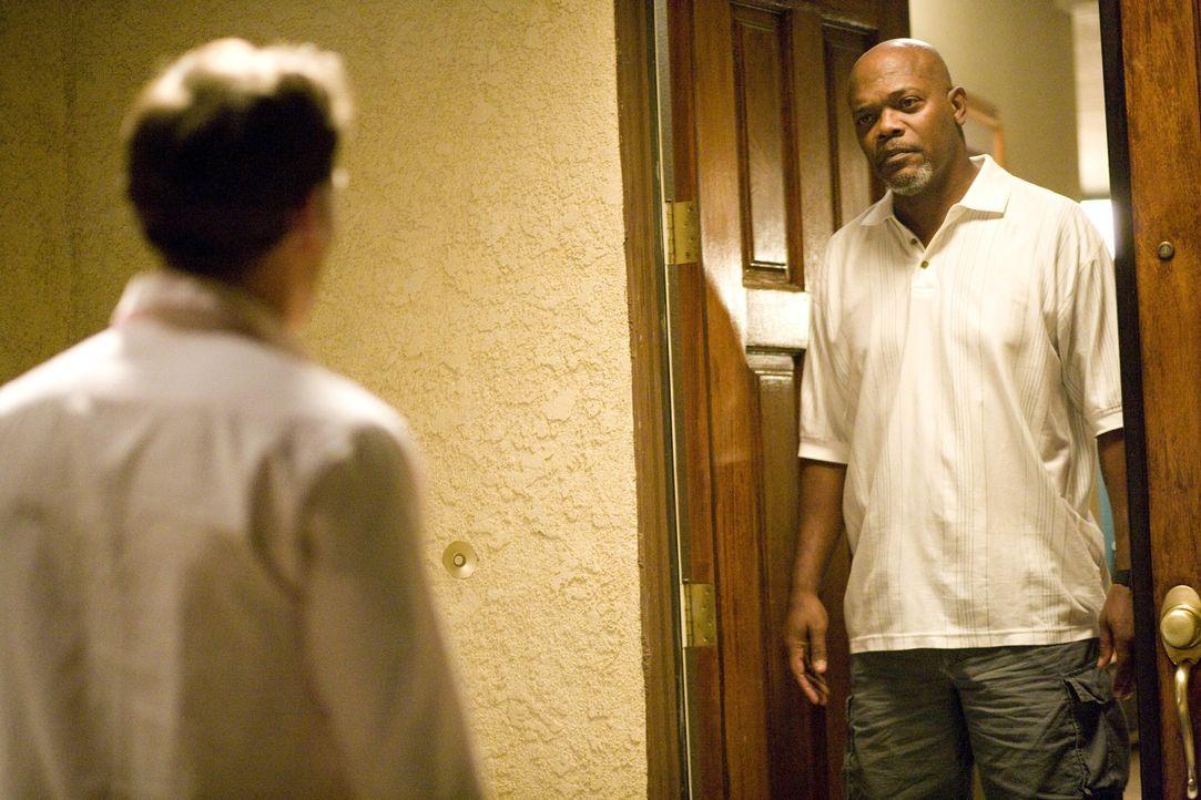 Polizist Abel Turner (Samuel L. Jackson, r.) macht den Mattsons das Leben zur Hölle. Als Chris (Patrick Wilson, l.) seinen Nachbar zur Rede stellen... - Bildquelle: 2007 Screen Gems, Inc. All Rights Reserved.