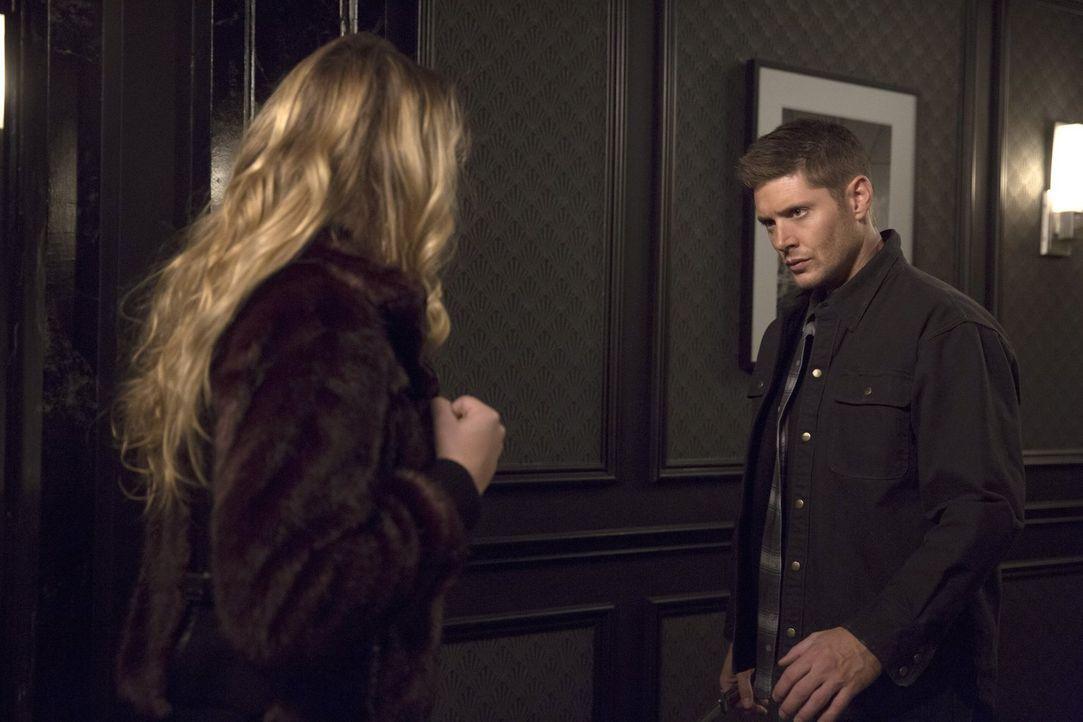 Ausgerechnet als Dean (Jensen Ackles, r.) die mächtige Hexe Rowena stellen möchte, kommt ihm mal wieder Joe in die Quere ... - Bildquelle: 2016 Warner Brothers