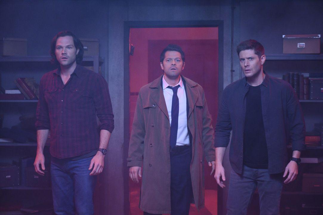 (v.l.n.r.) Sam Winchester (Jared Padalecki); Castiel (Misha Collins); Dean Winchester (Jensen Ackles) - Bildquelle: Diyah Pera 2018 The CW Network, LLC All Rights Reserved / Diyah Pera