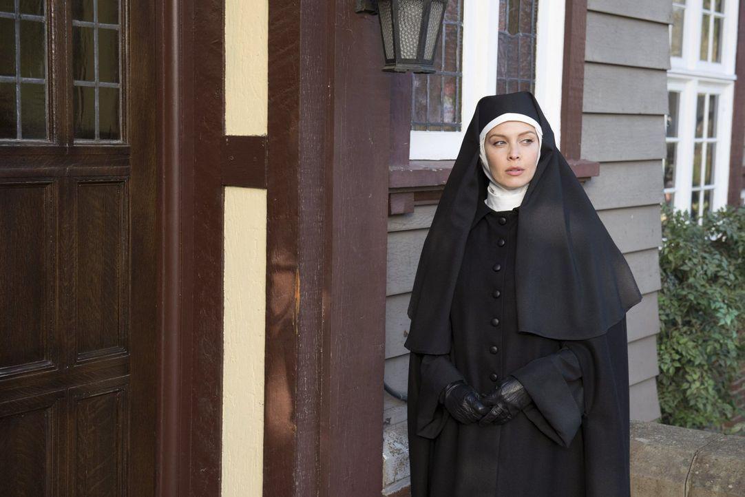 Nach ihrem Besuch in einem Kloster ist Josie Sands (Alaina Huffman) nicht mehr sie selber ... - Bildquelle: 2013 Warner Brothers