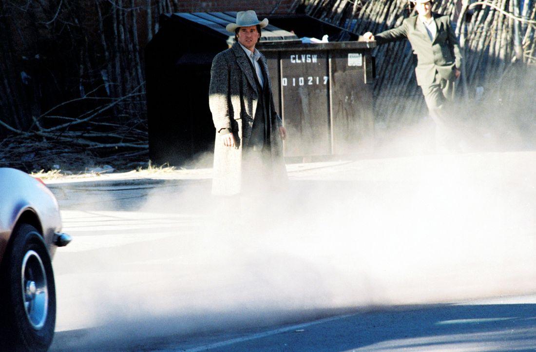 Im Visier dubioser Machenschaften: Frank Kavanaugh (Val Kilmer, l.) ... - Bildquelle: Nu Image