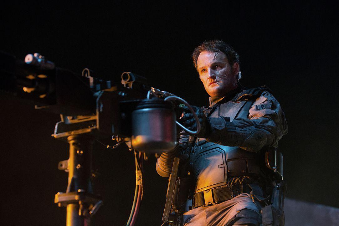 Durch Skynet wurde John (Jason Clarke) in einen unberechenbaren T-3000 verwandelt. Wird er sich gegen Sarah und Kyle stellen? - Bildquelle: 2015 PARAMOUNT PICTURES. ALL RIGHTS RESERVED.