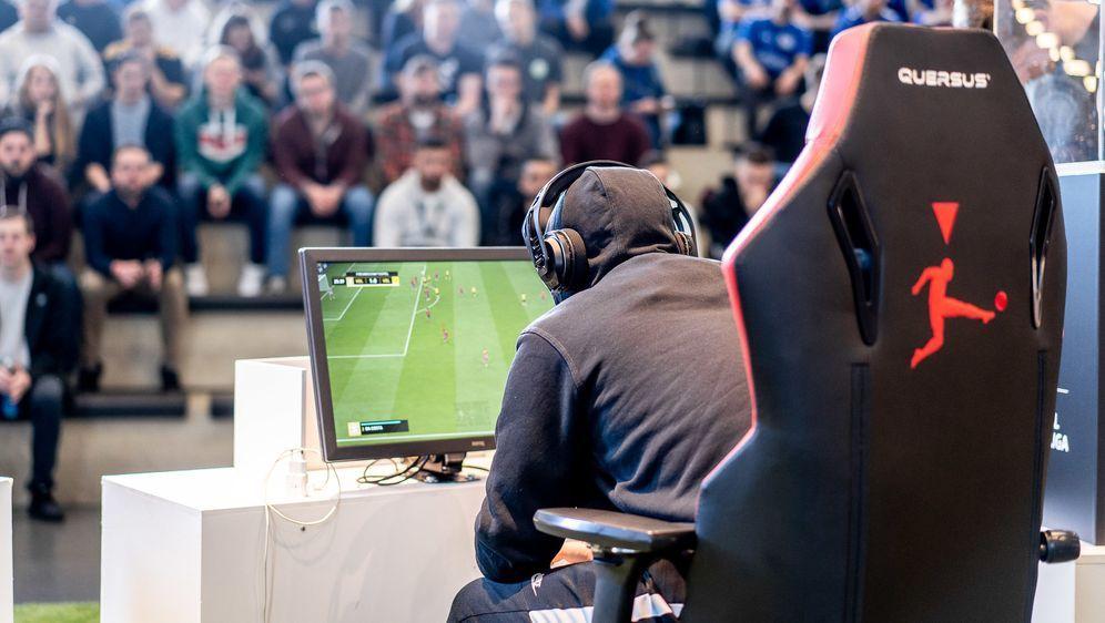 ran eSports: FIFA 20 - Virtual Bundesliga Spieltag 6 Live - Bildquelle: Felix Gemein 2019 DFL Deutsche Fußball Liga GmbH / Felix Gemein
