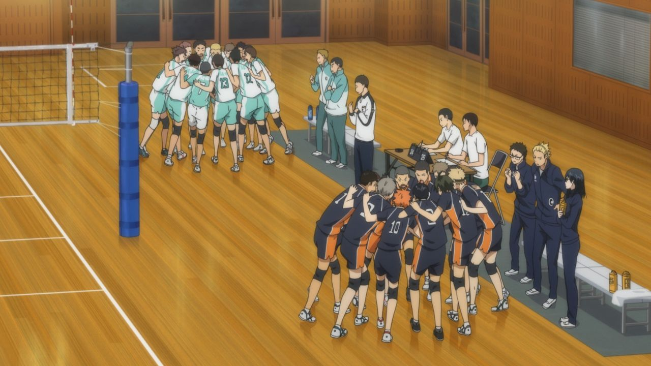 (v.l.n.r.) Team der Aobajosai Oberschule; Team der Karasuno Oberschule - Bildquelle: H. Furudate / Shueisha, >HAIKYU!! 2nd Season< Project, MBS  All Rights Reserved.