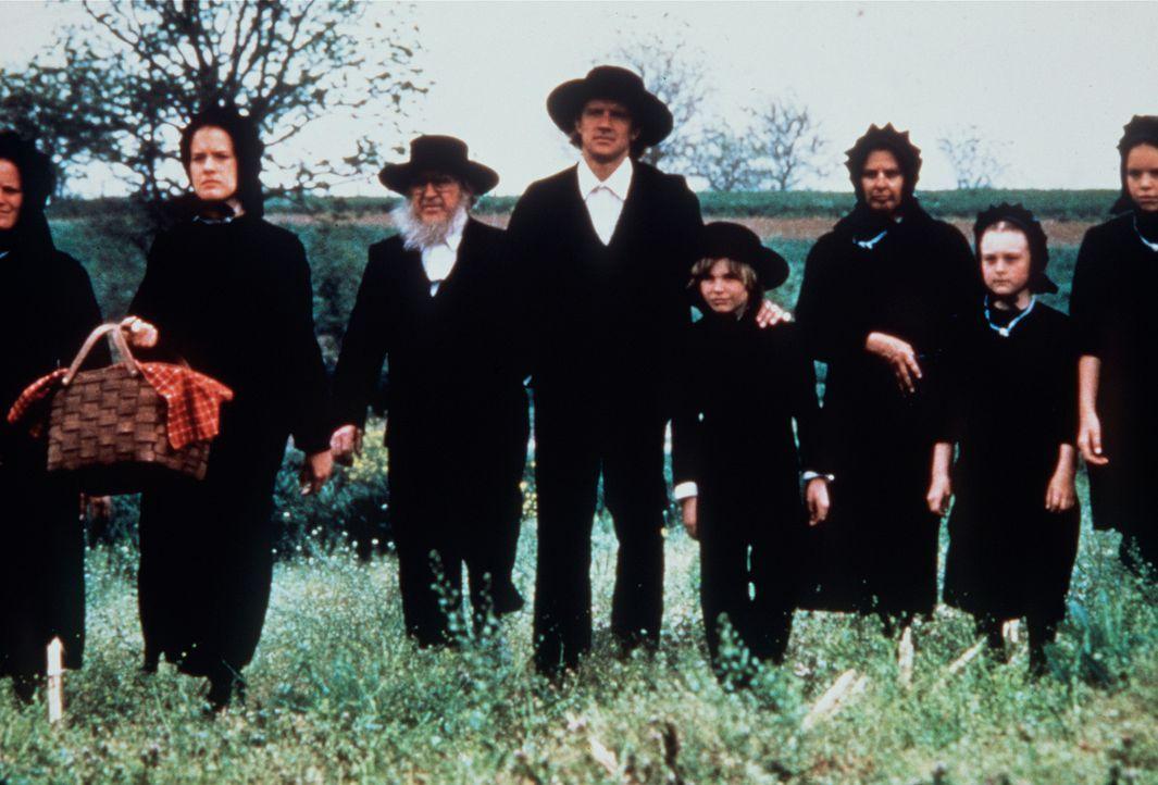 Die Amish-People versuchen Captain John Book aus ihrem Dorf zu vertreiben ... - Bildquelle: Paramount Pictures