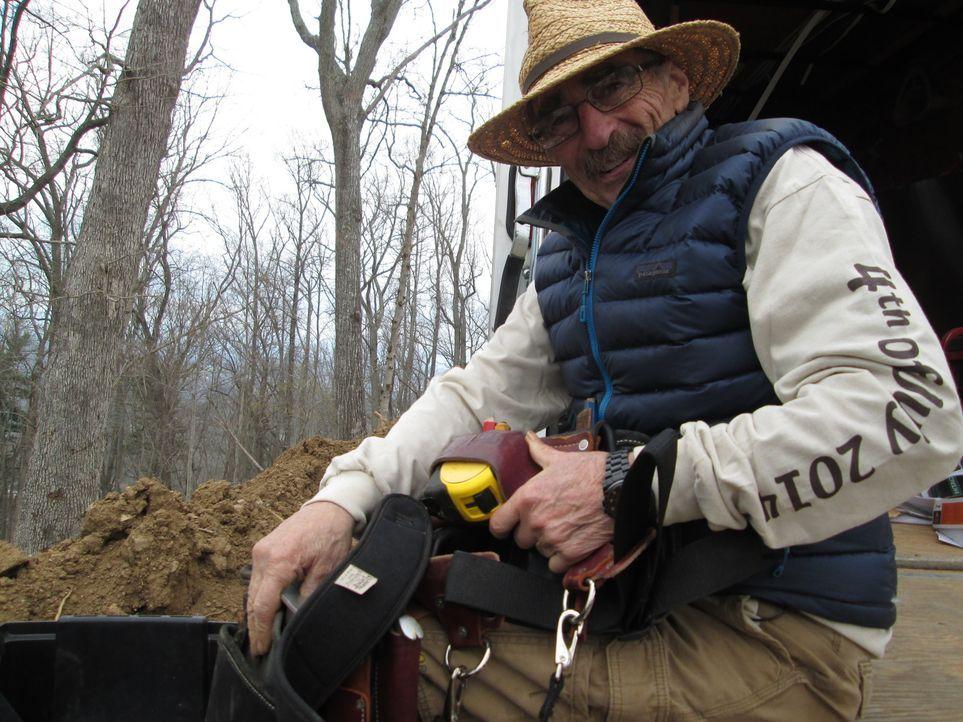 Treehouse Guy Michael (Bild) legt gemeinsam mit seinem Baumhaus-Team mal wieder Hand an den Baum. Um alle exklusiven Wünsche ihrer Kunden erfüllen z... - Bildquelle: 2016,DIY Network/Scripps Networks, LLC. All Rights Reserved.