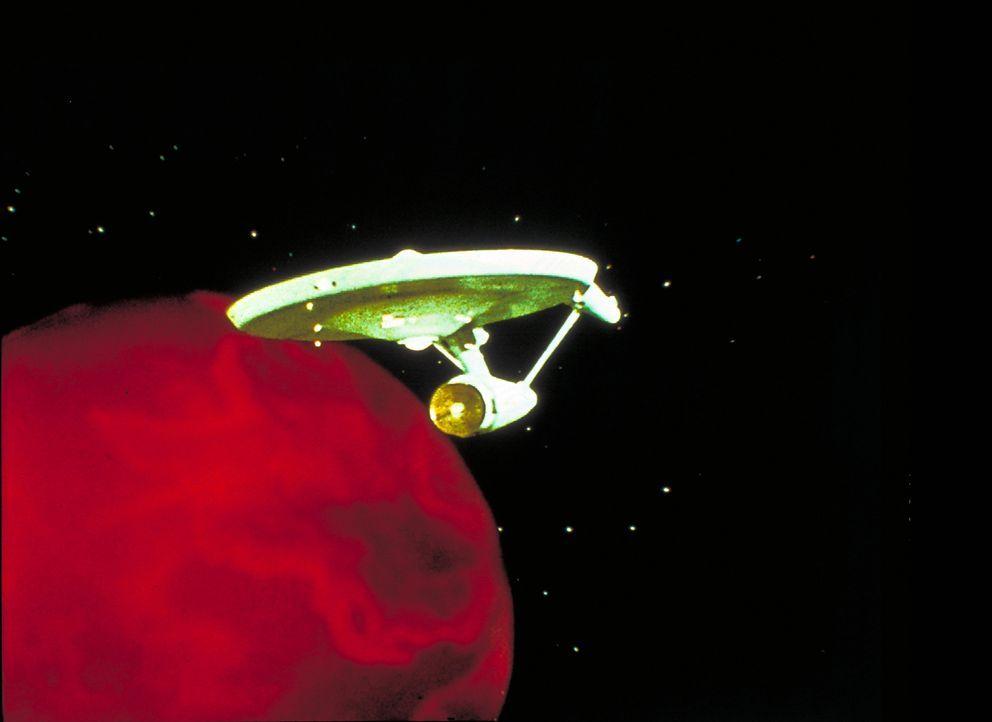 Eine Energiewolke befindet sich auf Kollisionskurs mit der Erde. Das einzige Schiff, das in der Lage ist, diese zu stoppen ist die U.S.S. Enterprise... - Bildquelle: Paramount Pictures