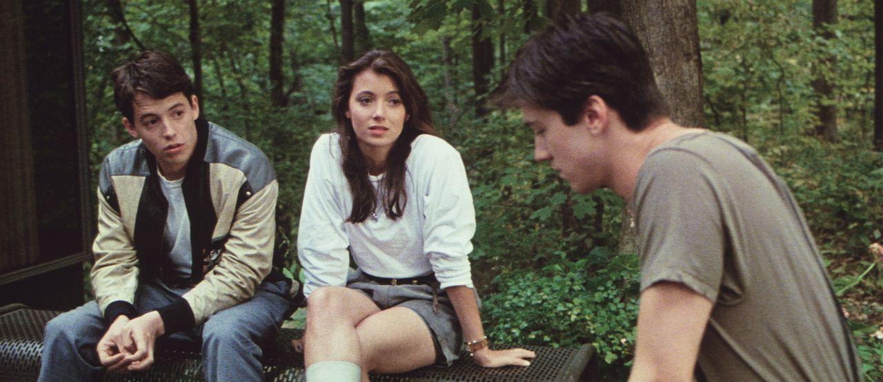 Um die Schulzeit sinnvoll auszunützen, machen sich Ferris (Matthew Broderick, l.), Sloane (Mia Sara, M.) und Cameron (Alan Ruck, r.) auf den Weg nac... - Bildquelle: Paramount Pictures