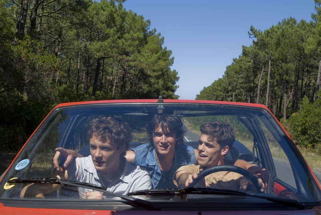 Maxime (Arthur Dupont, r.), Richard (Pierre Boulanger, M.) und Lucas (Théo Frilet, l.) genießen die Zeit nach dem Abitur in vollen Zügen:Doch auf Lu...