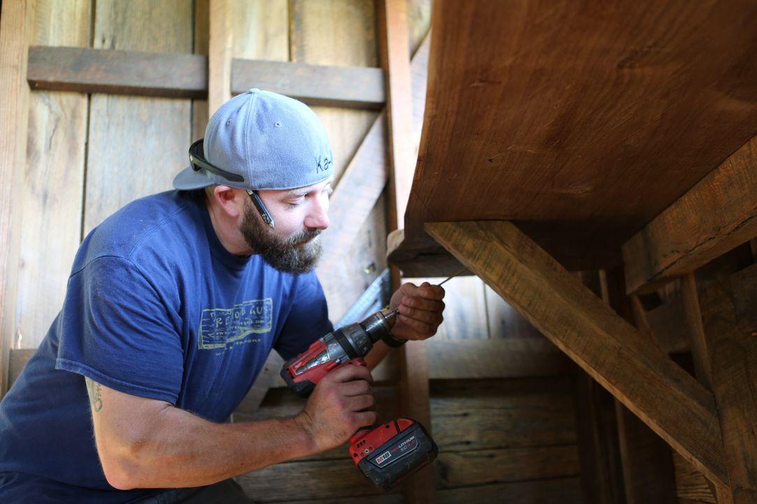 Wird von Michael und Denise engagiert, um zusammen mit den restlichen Treehouse Guys auf einem riesigen Grundstück ein Baumhaus zu errichten: Ka-V .... - Bildquelle: 2016,DIY Network/Scripps Networks, LLC. All Rights Reserved