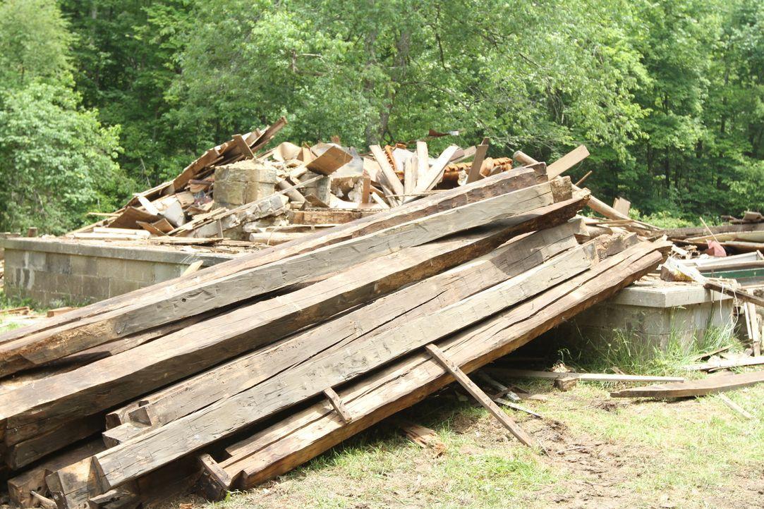 Mark und sein Team müssen alte Holzbalken retten ... - Bildquelle: 2015, DIY Network/Scripps Networks, LLC. All Rights Reserved.