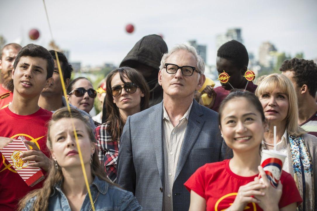 Eigentlich sollte der Flash Day ein Freudentag für die Rettung der Stadt sein, doch Dr. Martin Stein (Victor Garber, M.) erkennt schnell, dass die g... - Bildquelle: 2015 Warner Brothers.