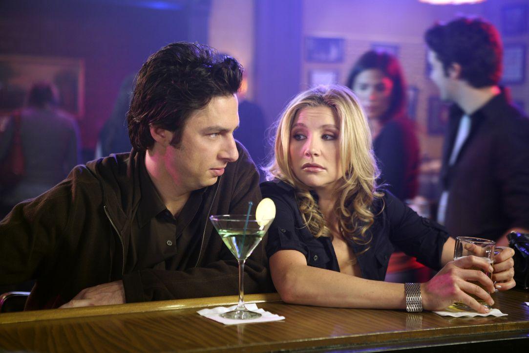 J.D. (Zach Braff, l.) ist eifersüchtig, weil Elliott (Sarah Chalke, r.) so viel Zeit mit ihrer alten Freundin Melody verbringt ... - Bildquelle: Touchstone Television