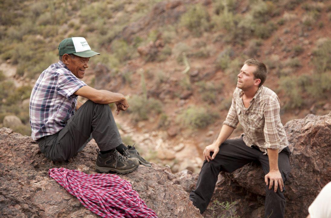 Ang Rita Sherpa sagt, er hat den Mount Everest bereits mehrmals - ohne extra... - Bildquelle: 2013 A&E TELEVISION NETWORKS, LLC. ALL RIGHTS RESERVED.
