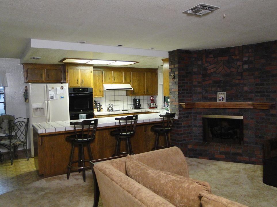 Josh Temple und sein Team geben alles, um die Küche von Steve und Melissa in eine Party-Küche zu verwandeln ... - Bildquelle: 2011, DIY Network/Scripps Networks, LLC.  All Rights Reserved