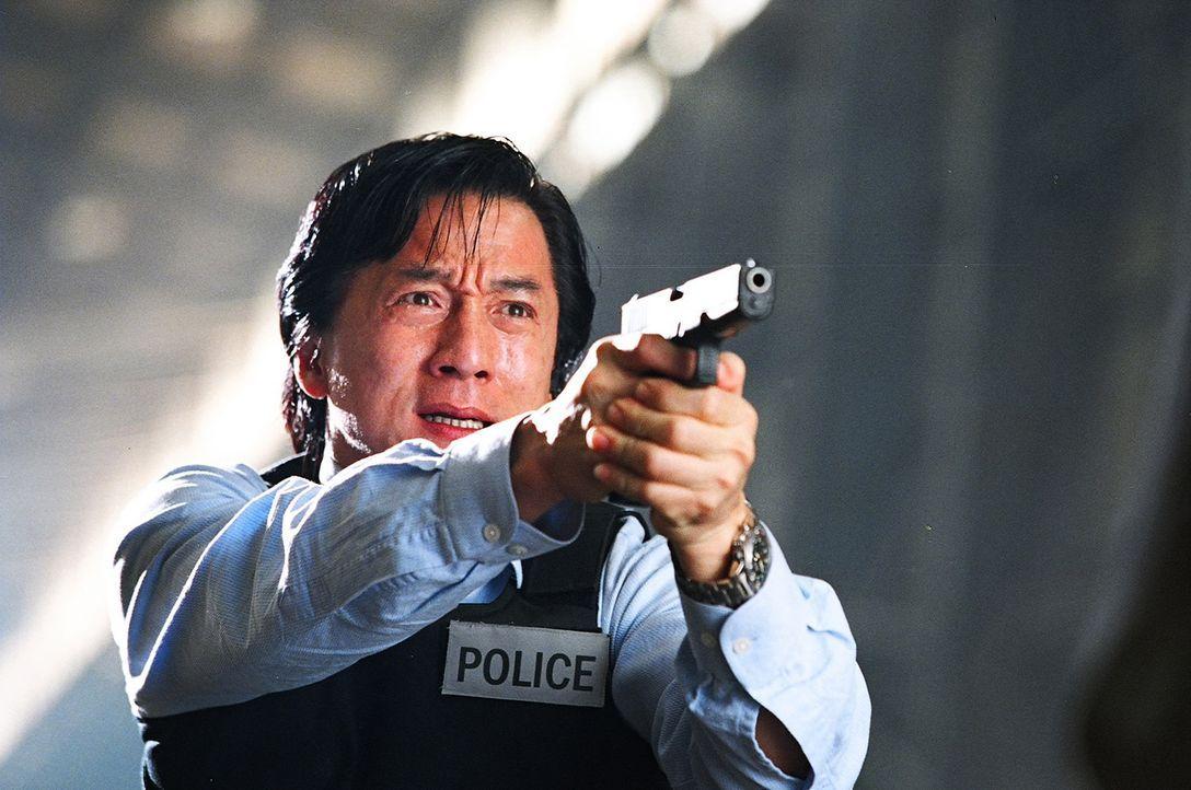 Seit Inspektor Wing (Jackie Chan) vor einem Jahr mit seiner Mannschaft in einen Hinterhalt gelockt wurde - dessen einziger Überlebender er war - pla... - Bildquelle: E.M.S.