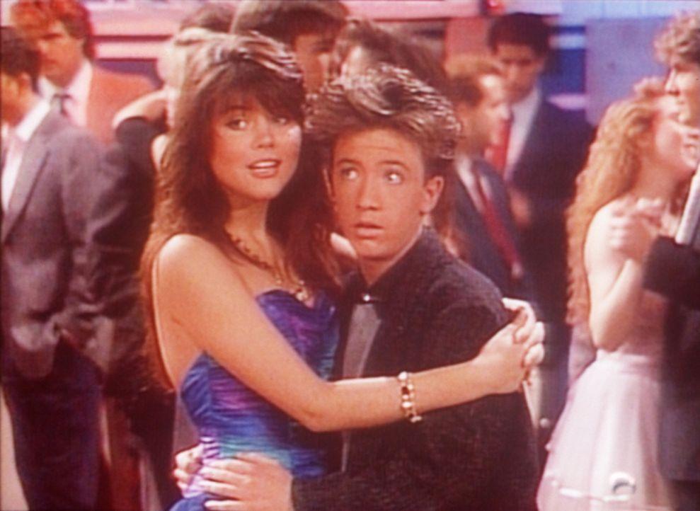 Ist Heather (Tiffani-Amber Thiessen, l.) wirklich so verliebt in Bud (David Faustino, r.), wie sie vorgibt? - Bildquelle: Sony Pictures Television International. All Rights Reserved.