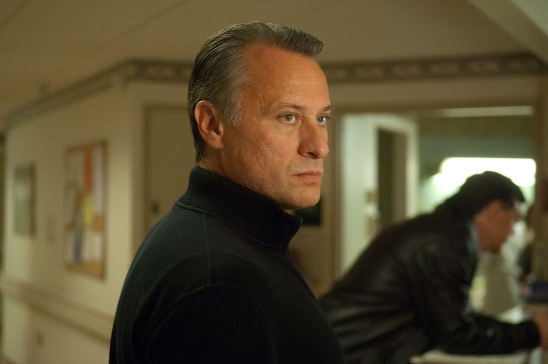 Den gefährlichen Waffenhändler Nikola Kozlow (Michael Nyqvist) bestiehlt man nicht, und wenn dies dennoch passiert, dann kann er auch 15 Jahre warte... - Bildquelle: 2011, Vertigo Entertainment, Gotham Group, Tailor Made, Quick Six Entertainment, Lionsgate Films Inc.