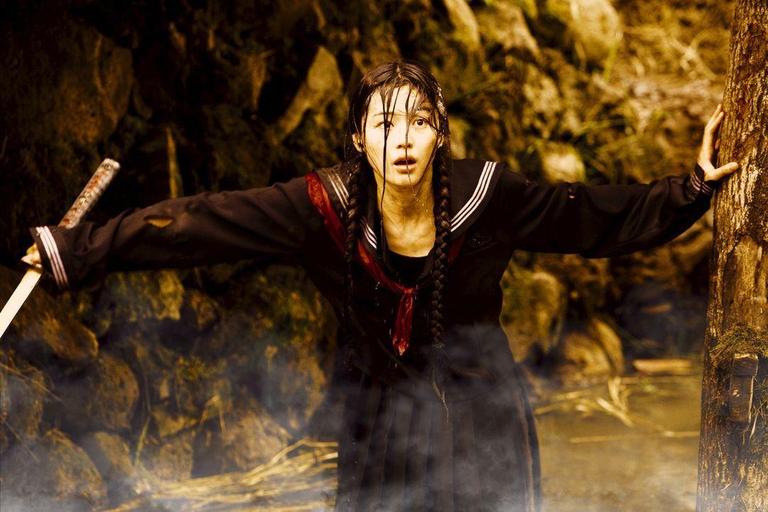 Verkleidet als Schulmädchen soll die 400 Jahre alte Halbvampirin Saya (Gianna Jun) die Quelle einer dämonischen Plage an einer US-Militärbasis in To...