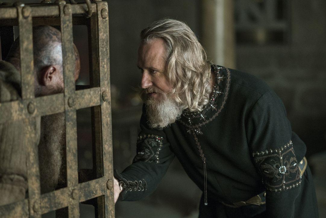 Während Lagertha versucht, sich einen langgehegten Wunsch zu erfüllen, kommt es zu einem Wiedersehen zwischen den beiden Königen, Ragnar (Travis Fim... - Bildquelle: 2016 TM PRODUCTIONS LIMITED / T5 VIKINGS III PRODUCTIONS INC. ALL RIGHTS RESERVED.