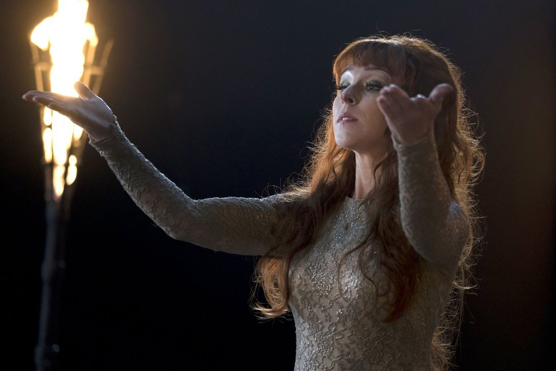Die Winchester-Brüder brauchen ausgerechnet Rowenas (Ruth Connell) Hilfe, um Sams Visionen endlich auf den Grund gehen zu können ... - Bildquelle: 2014 Warner Brothers