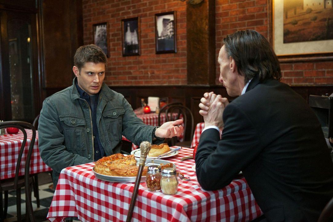 Das Ende ist nah: Dean (Jensen Ackles, l.) und der Tod (Julian Richings, r.) ... - Bildquelle: Warner Brothers