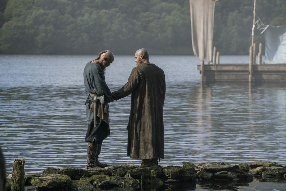 Wie wird es zwischen Floki (Gustaf Skarsgård, l.) und Ragnar (Travis Fimmel, r.) weitergehen? - Bildquelle: 2016 TM PRODUCTIONS LIMITED / T5 VIKINGS III PRODUCTIONS INC. ALL RIGHTS RESERVED.