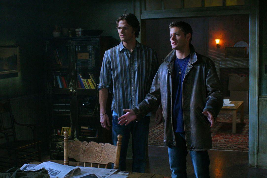 Sam (Jared Padalecki, l.) und Dean (Jensen Ackles, r.) machen Bekanntschaft mit Gordon, der auf harmlose Vampire hemmungslos Jagd macht ... - Bildquelle: Warner Bros. Television