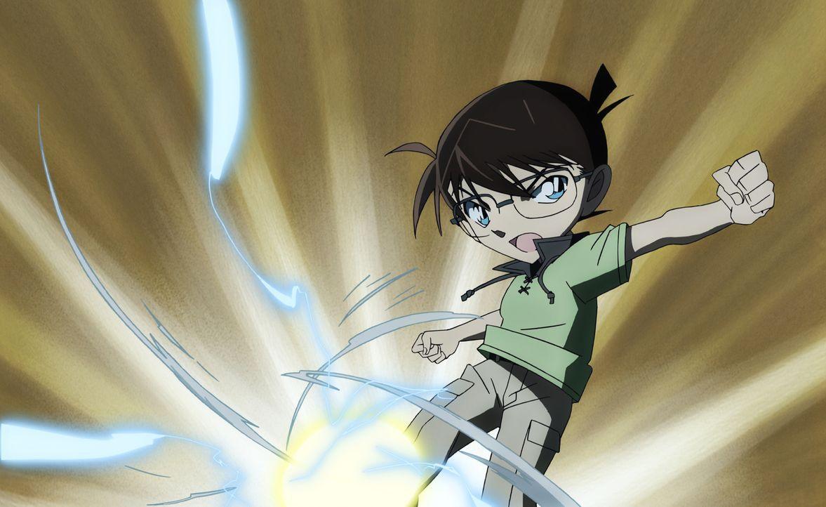 Conan verfolgt mit seiner Spezialbrille den Weg des Geschosses, doch schnell gerät auch er in das Visier des Täters ... - Bildquelle: GOSHO AOYAMA / DETECTIVE CONAN COMMITTEE