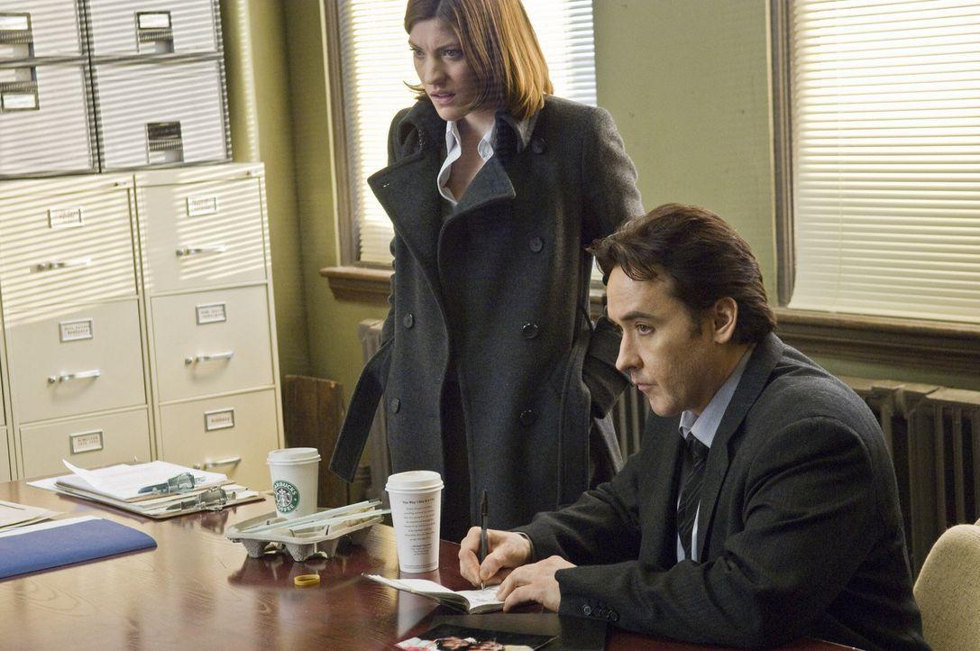 Der Killer scheint ihnen immer einen Schritt voraus zu sein: die Detectives Mike Fletcher (John Cusack, r.) und Kelsey Walker (Jennifer Carpenter, l... - Bildquelle: Kinowelt GmbH
