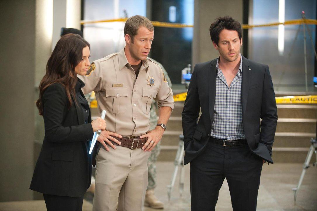 G.D. und damit ganz Eureka gehen ihrem Ende zu: Jo (Erica Cerra, l.), Jack (Colin Ferguson, M.) und Zane (Niall Matter, r.) bereiten sich auf ihre A... - Bildquelle: Universal Television