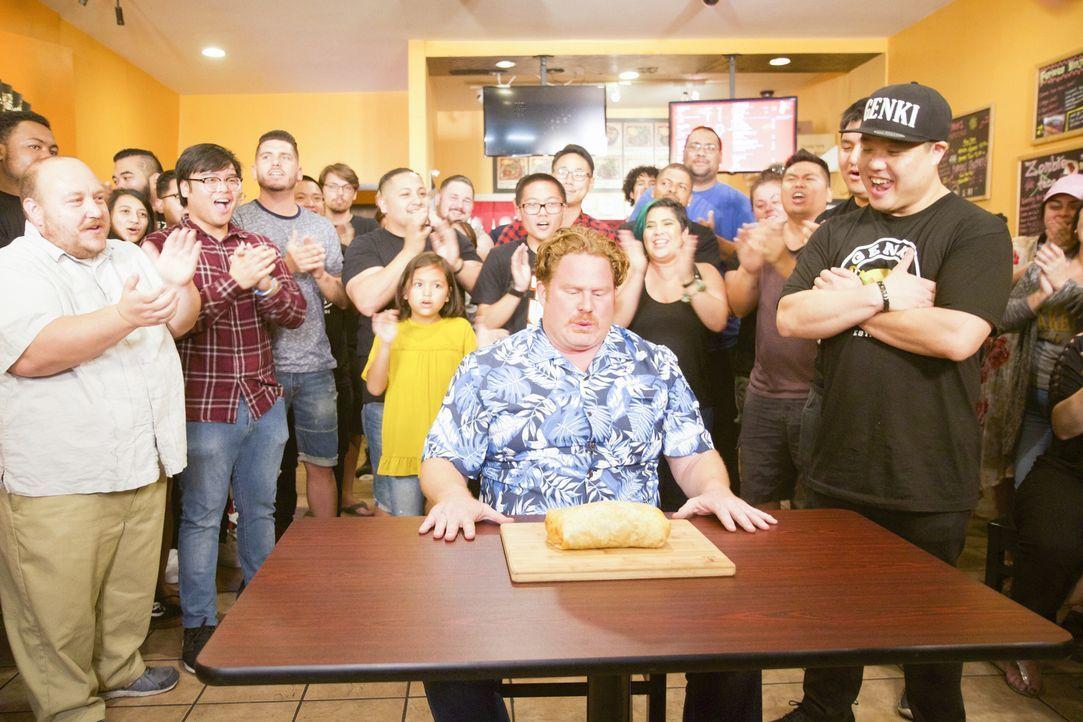 """In Los Angeles erwartet Casey Webb (M.) eine ganz besonders feurige Herausforderung: die """"Zombie Burrito Challenge"""" ... - Bildquelle: 2017, The Travel Channel, LLC. All Rights Reserved."""