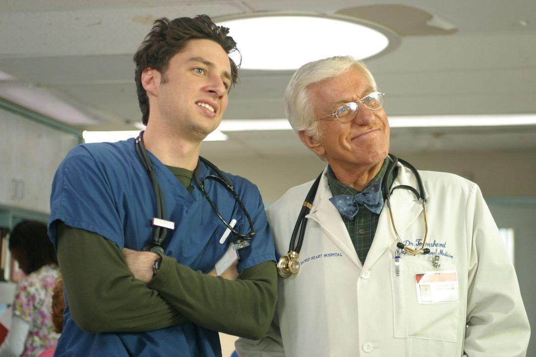 Als J.D. (Zach Braff, l.) die Gelegenheit bekommt, mit Dr. Townsend (Dick Van Dyke, r.) an einem Fall zusammenzuarbeiten, fühlt er sich mächtig geeh... - Bildquelle: Touchstone Television