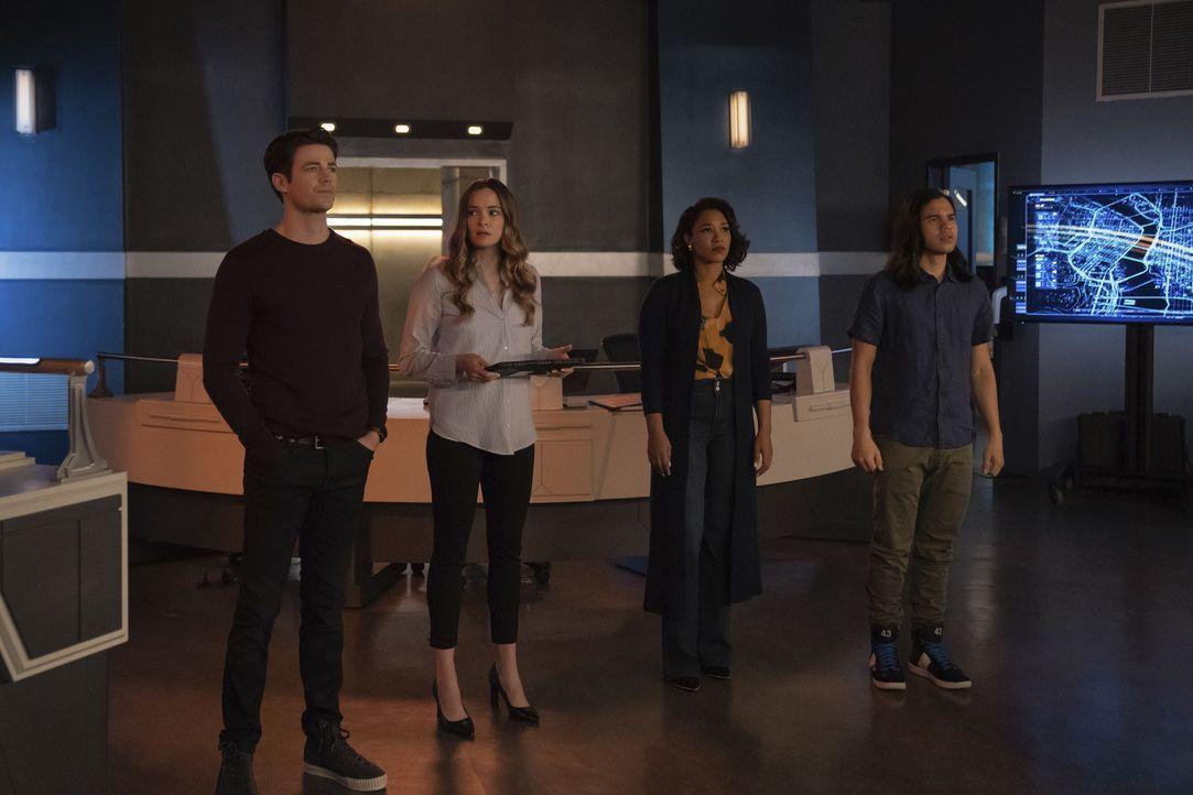 (v.l.n.r.) Barry Allen (Grant Gustin); Caitlin Snow (Danielle Panabaker); Iris West-Allen (Candice Patton); Cisco Ramon (Carlos Valdes) - Bildquelle: Warner Bros. Entertainment Inc. All Rights Reserved.
