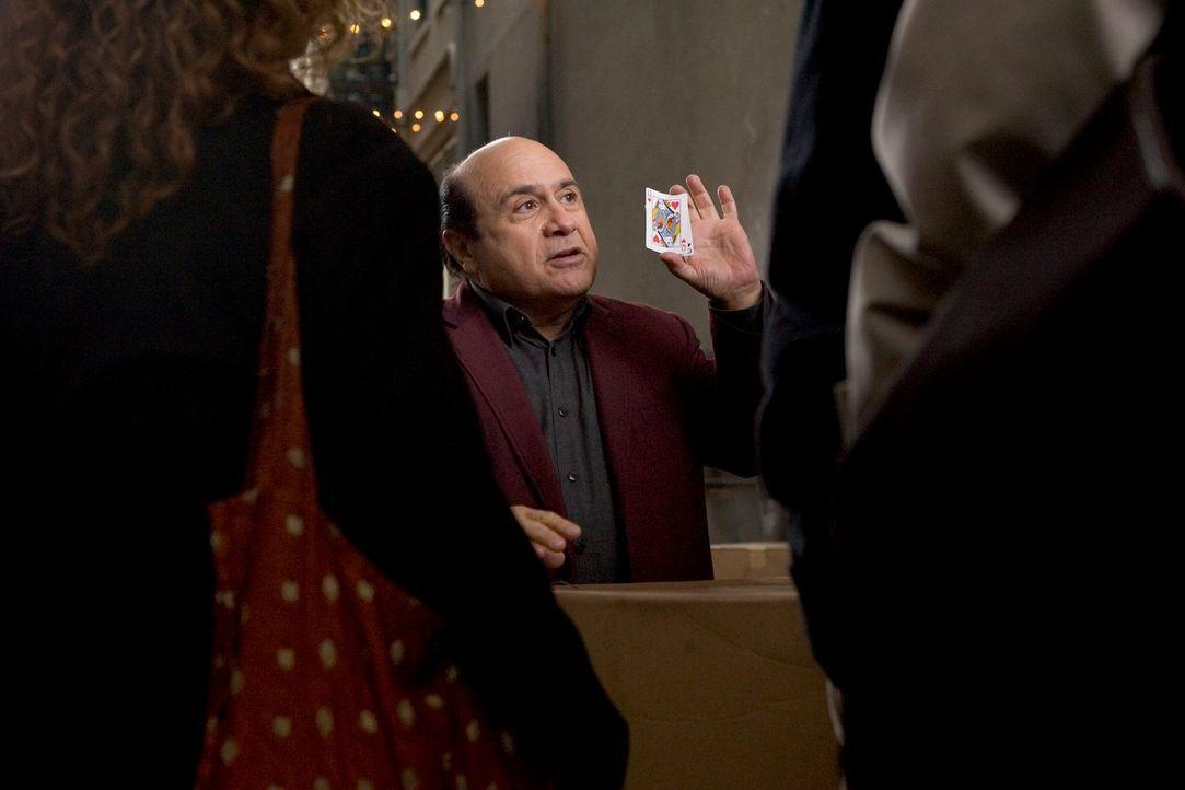 Walter (Danny DeVito, M.) hat es nicht leicht: Von seinem einstigen Ruhm als großartiger Magier ist nichts übrig geblieben. Stattdessen verbringt er...