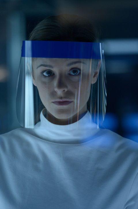 Nach und nach wird auch Sarah (Jordan Hayes) bewusst, dass mit Julias Wunderheilung etwas ganz und gar nicht stimmt ... - Bildquelle: 2014 Sony Pictures Television Inc. All Rights Reserved.