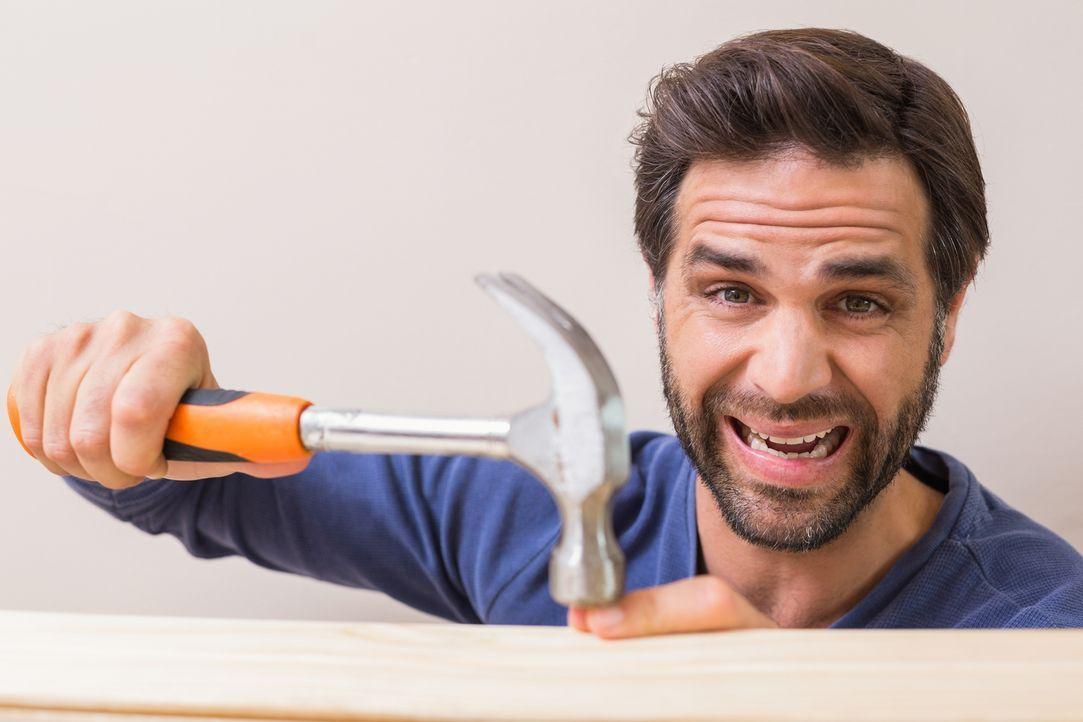 """""""How Not to DIY - Lieber nicht selber machen!"""" präsentiert lustige Videos, in denen Hobby-Heimwerker ihr gesamtes (Nicht-)Können demonstrieren ... - Bildquelle: Voltage TV 2016"""