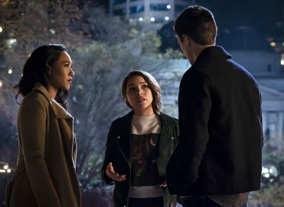 (v.l.n.r.) Iris (Candice Patton); Nora (Jessica Parker Kennedy); Barry (Grant Gustin) - Bildquelle: Katie Yu 2018 The CW Network, LLC. All rights reserved. / Katie Yu