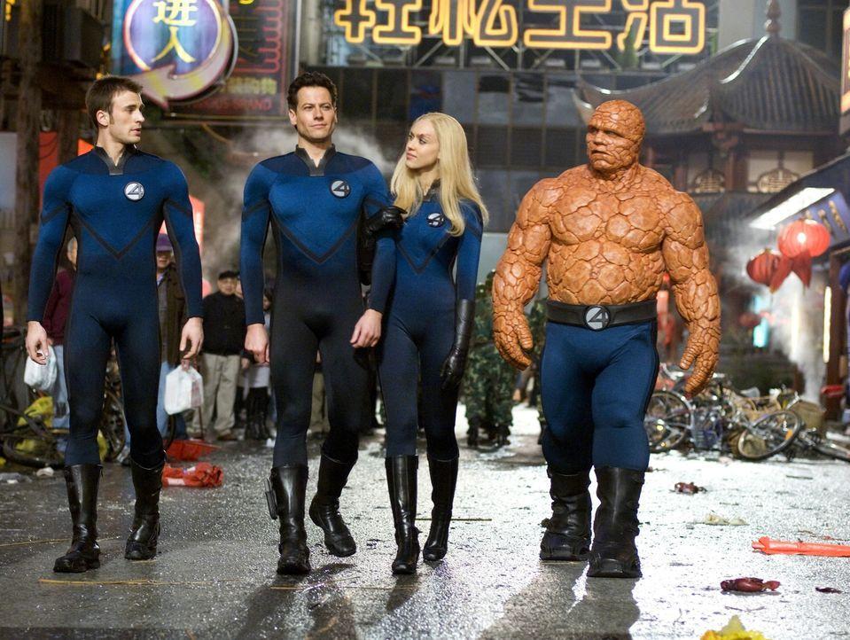 """Die """"Fantastic Four"""", Ben (Michael Chiklis, l.), Reed (Ioan Gruffudd, 2.v.l.), Susan (Jessica Alba, 2.v.r.) und Johnny (Chris Evans, r.), sind auf d... - Bildquelle: Twentieth Century Fox"""