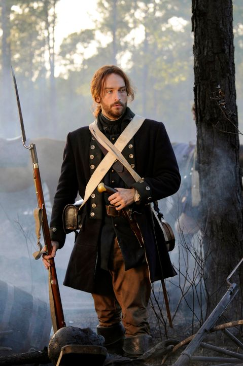 Im Kampf gegen das Böse: Ichabod (Tom Mison) ... - Bildquelle: 2013 Twentieth Century Fox Film Corporation. All rights reserved.
