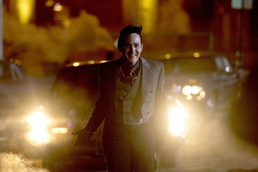 Wird sich Pinguin (Robin Lord Taylor) tatsächlich auf einen Deal mit Gordon einlassen? - Bildquelle: 2017 Warner Bros.