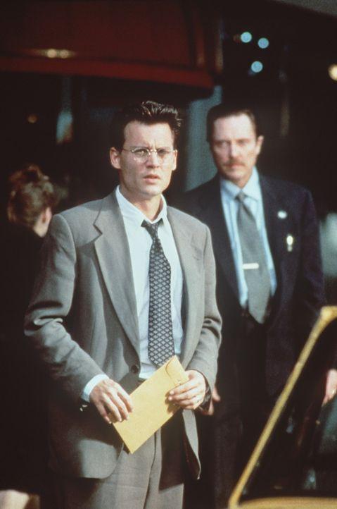 Eiskalt benutzt Mr. Smith (Christopher Walken, r.) Gene Watson (Johnny Depp, l.) für seine Pläne. Will der Buchhalter seine Tochter lebend wieders... - Bildquelle: Paramount Pictures