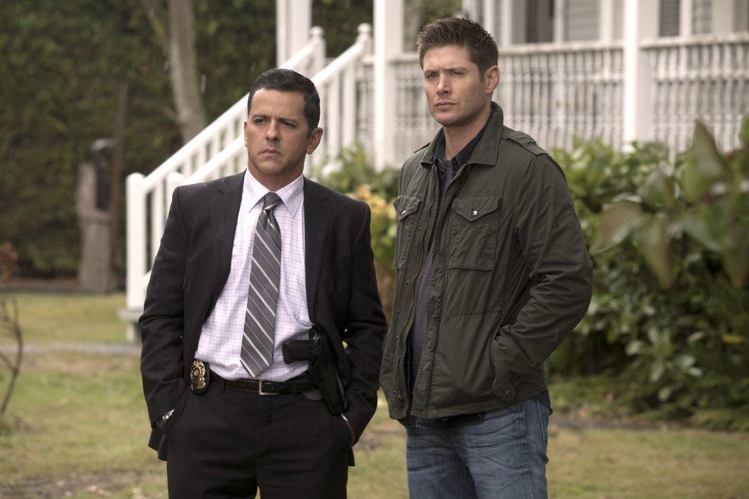 Als eine Mordserie über den Heimatort von Detective Madsen (Claude Knowlton, l.) hereinbricht, beginnen auch Dean (Jensen Ackles, r.) und sein Brude... - Bildquelle: 2014 Warner Brothers