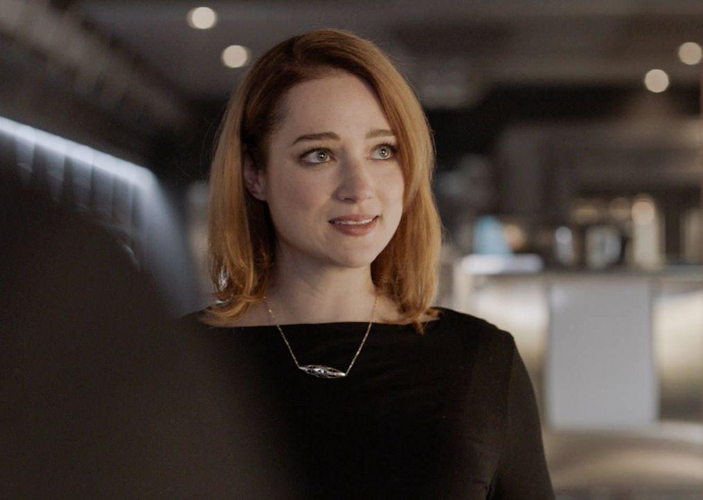 Jamie (Kristen Connolly) hat in ihrer Karrierelaufbahn die Erlebnisse der Gruppe in einem Buch verarbeitet, doch an die Konsequenzen hat sie dabei n... - Bildquelle: 2017 CBS Broadcasting, Inc. All Rights Reserved