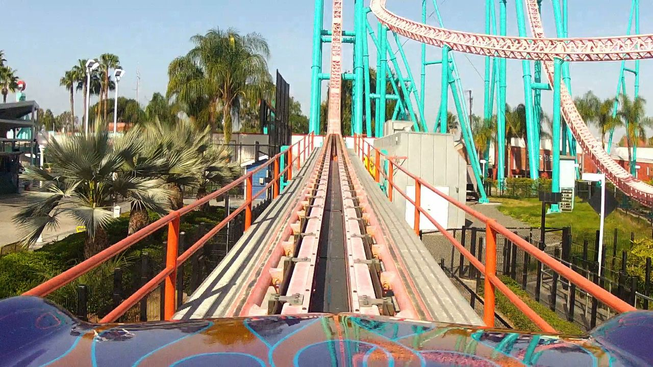 "Die ""Xcelerator"" Achterbahn des Freizeitparks ""Knotts Berry Farms"" in Kalifornien hat einen atemberaubenden Anstieg - und Fall! - Bildquelle: 2012, The Travel Channel, L.L.C. All rights Reserved."
