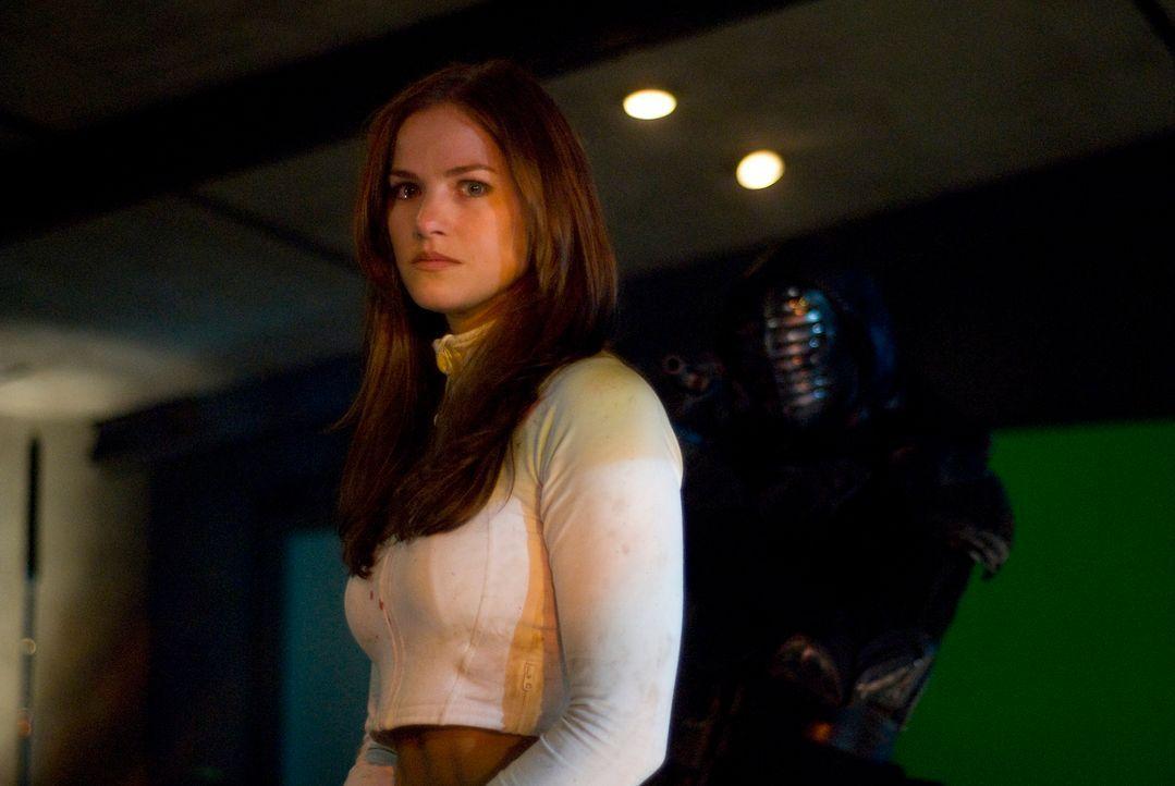 Die geheimnisvolle Christie (Kelly Overton) ist eine gnadenlose Kämpferin. Als sie bei einem Turnier den jungen Jin kennenlernt, verliebt sie sich s... - Bildquelle: 2010 CST PRODUCTIONS, LLC   ALL RIGHTS RESERVED
